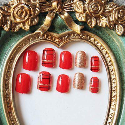 เล็บสีแดงกับเล็บ Glitter สีทองแชมเปญสุดหรูหรา