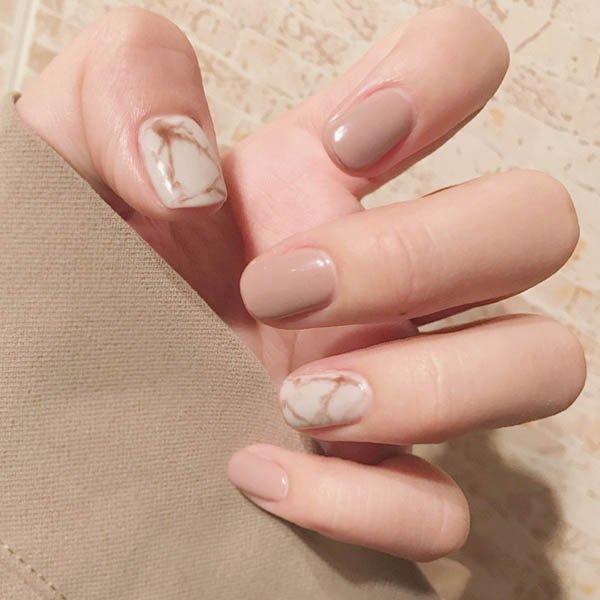 เล็บมือสีนู๊ดลายหินอ่อนไล่สีสวยหรูหรา
