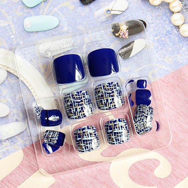 เล็บเท้ากราฟฟิกงามดีไซต์สวยสไตล์เกาหลีมาในโทนเล็บสีน้ำเงิน
