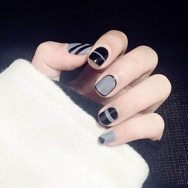 เล็บมือสีดำและสีเทางานตัดกันสุดเท่ห์