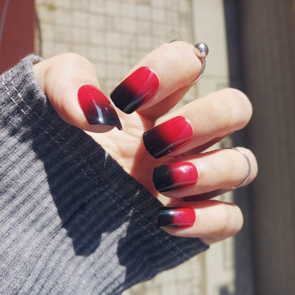 เล็บสีแดงดำสวยๆ