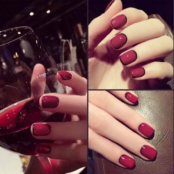 เล็บมือแฟชั่นสีแดงขอบดำแฟชั่นที่ทรงเสน่ห์