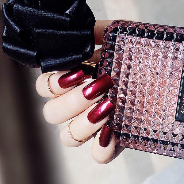 สีเล็บปลอมแฟชั่นสีแดงชิมเมอร์เล็บมือแบบยาวสไตล์หรูหราร้อนแรง