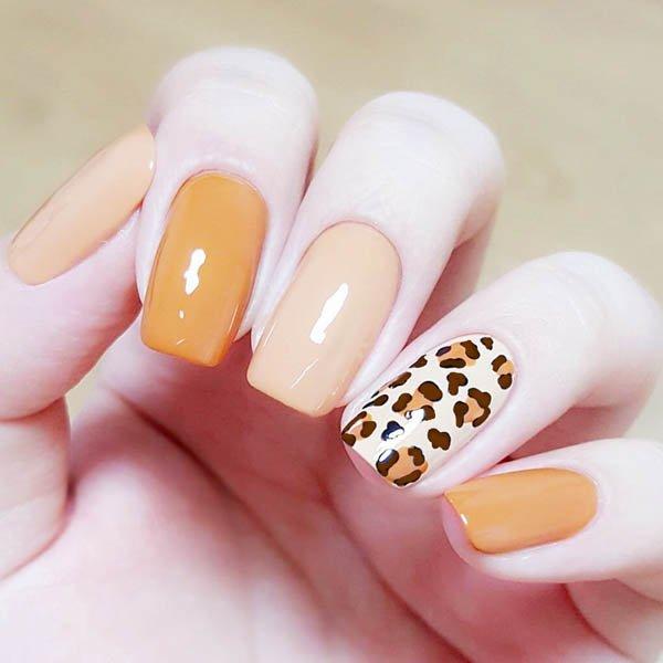 สีเล็บมือแฟชั่นสีส้มสลับเล็บเพ้นท์ลายเสือแบบเก๋ๆ