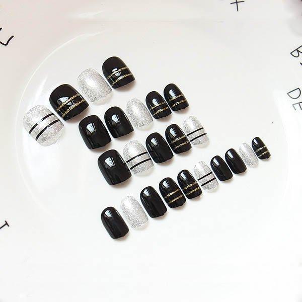 สีเล็บปลอมแฟชั่นสีดำคาดกริกเตอร์สีทองสลับสีเล็บกริกเกอร์สีเงินคาดดำสไตล์สาวเท่ห์