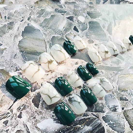 สีเล็บปลอมแฟชั่นสีเขียวสลับขาวลายหินอ่อน