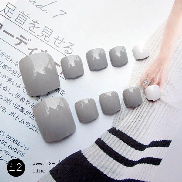 สีเล็บเท้าแฟชั่นโทนสีสุภาพสีขาวและสีเทา