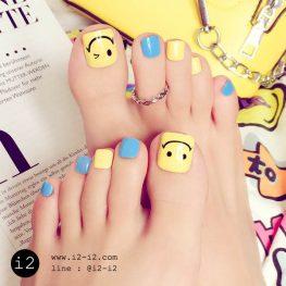 เล็บเท้าแฟชั่นสีฟ้าสลับเหลืองเพ้นลายน่ายิ้มแสนสดใส