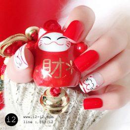 เล็บมือแฟชั่นสีแดงสลับเล็บพื้นใสเพ้นท์ลายแมวนางกวักสุดน่ารักแฟชั่นสไตล์สาวหมวย