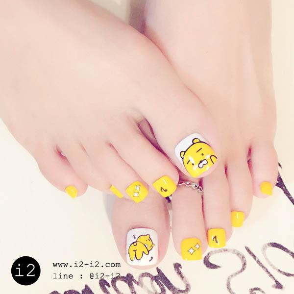 เล็บเท้าแฟชั่นเพ้นท์ลายพี่หมีสีเหลืองสลับขาวสดใสสุดๆ