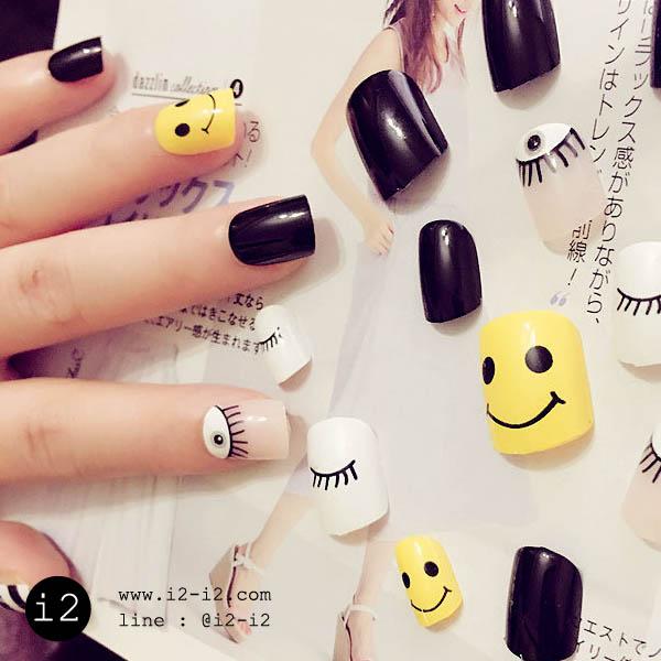 แฟชั่นเล็บมือสีขาวตัดเหลืองสลับดำพร้อมลวยลายน่ารักๆ
